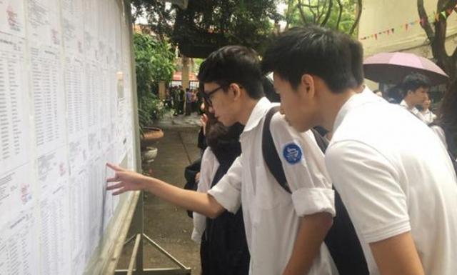 Loạt trường THPT Hà Nội hạ điểm chuẩn vào lớp 10