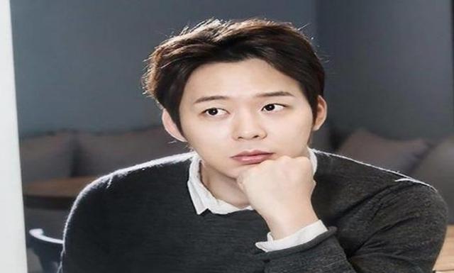 """Park Yoochun - """"Vị thần phương Đông"""" sụp đổ vì bê bối tình dục và sử dụng chất cấm"""