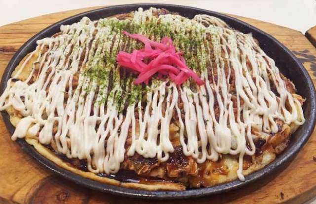 Okonomiyaki - món bánh xèo độc đáo của Nhật Bản