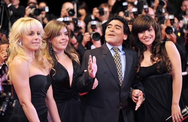 Tranh chấp tài sản, các con gái của Maradona đâm đơn ra tòa