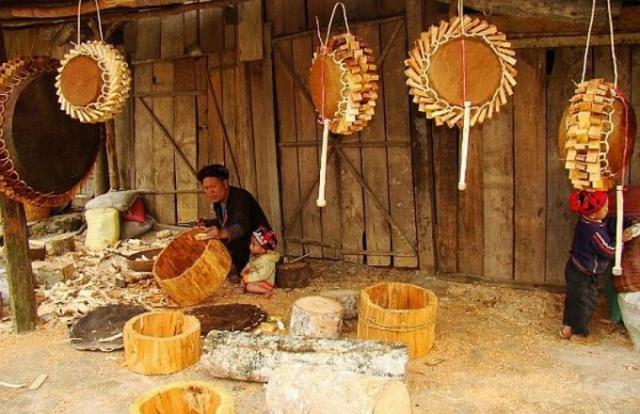 Nghề làm trống của người Dao đỏ ở Sa Pa