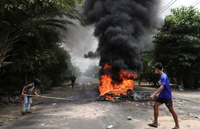 """Mỹ, Nhật liên tiếp """"giáng đòn"""" quân đội Myanmar"""