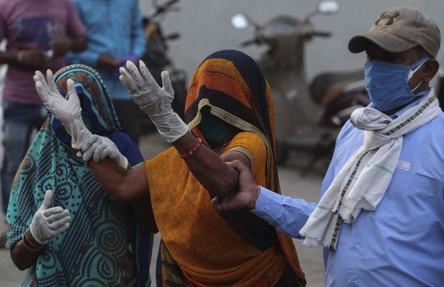 Ấn Độ thêm 323.000 ca mắc mới, Mỹ dốc sức trợ giúp