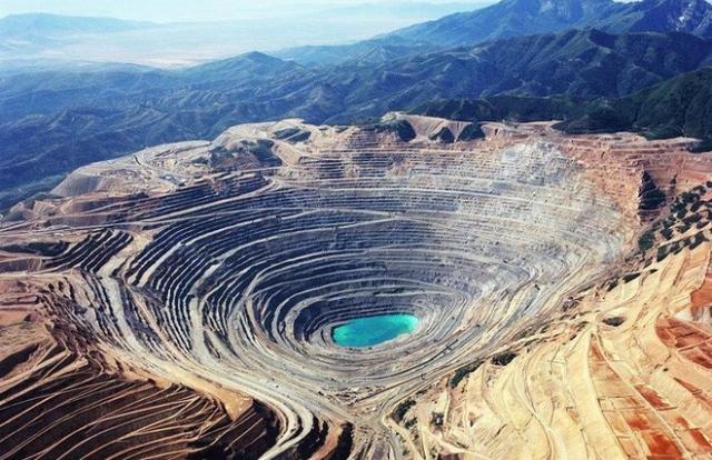 Cảnh ấn tượng tại mỏ lộ thiên sâu nhất thế giới