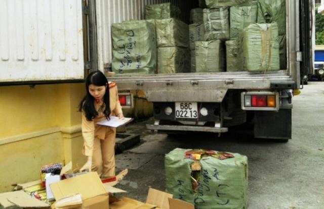 Thanh Hóa: Bắt giữ xe tải chở 5 tấn pháo điện đang trên đường tiêu thụ