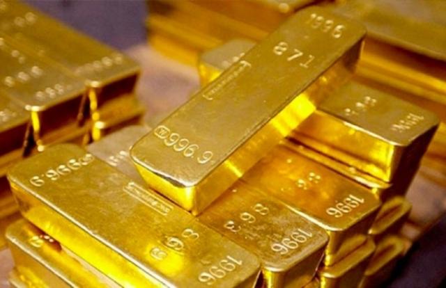 """Giá vàng hôm nay 7/8: Vàng trong nước cao hơn thế giới gần 5 triệu đồng/lượng, nhà đầu tư """"gánh"""" rủi ro"""