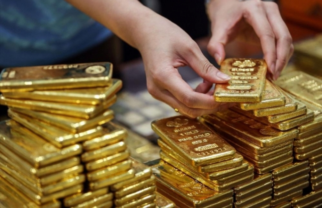 Tin kinh tế 12PM: Giá vàng chịu áp lực giảm giá mạnh