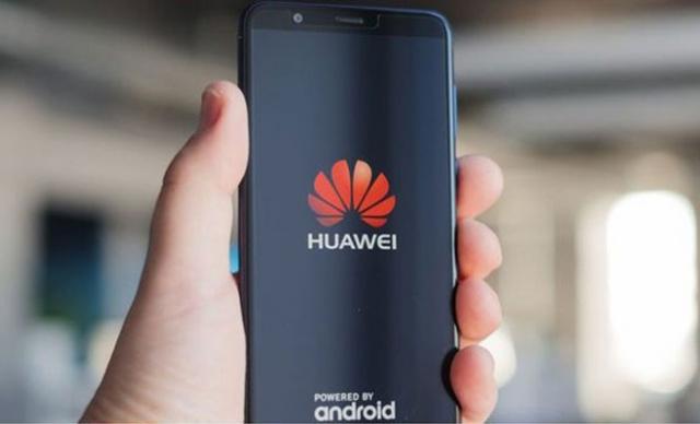 """""""Sự cố Huawei"""" ảnh hưởng thế nào đến các nhà bán lẻ điện thoại di động Việt?"""