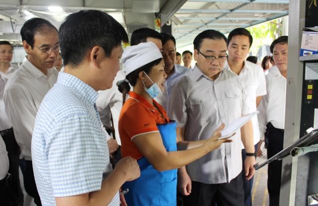 Đoàn công tác thành phố Hà Nội đến thăm nhà máy của Công ty CP sản xuất hàng thể thao MXP