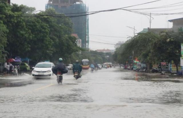 Thời tiết hôm nay (19/10): Miền Trung tiếp tục mưa lũ lớn, Bắc Bộ có mưa lạnh