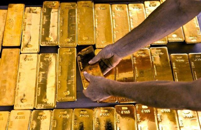 """Giá vàng hôm nay 27/2: Giá vàng đang """"rơi"""" tự do"""