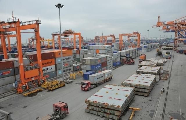 Kim ngạch xuất nhập khẩu vượt mốc 200 tỷ USD
