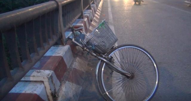 TPHCM: Xe máy va chạm với xe đạp, 3 người bị thương
