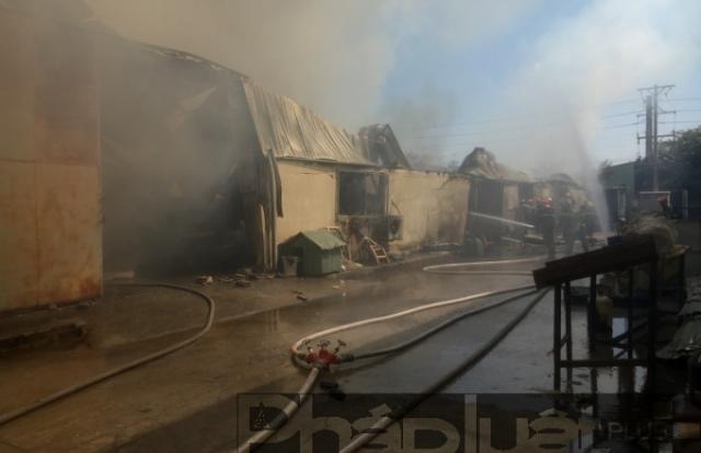 Bình Dương: 2 công ty chung nhà xưởng bốc cháy dữ dội