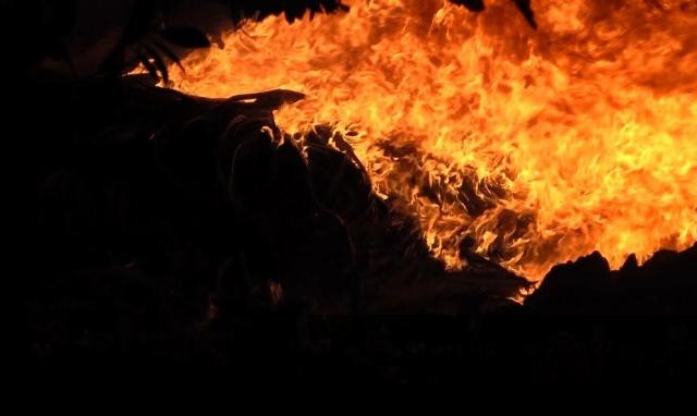 Cháy vựa phế liệu rộng hàng ngàn m2 ở Bình Dương
