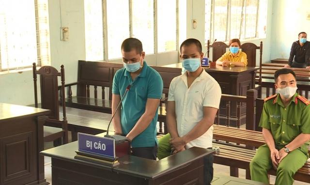 34 tháng tù giam cho 2 đối tượng không đeo khẩu trang phòng dịch còn đánh Cảnh sát cơ động