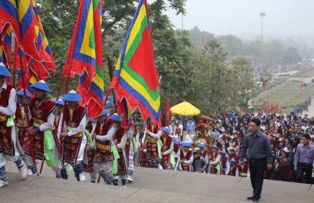 Giỗ Tổ Hùng Vương 2017: Gần 8 triệu lượt du khách về dâng hương
