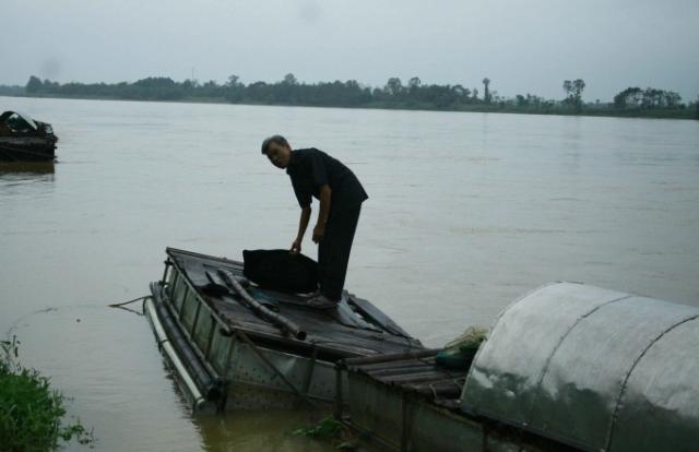 Triệt ổ ma túy trên sông ngụy trang bằng bè nuôi cá lồng