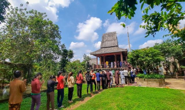 Vu lan dâng hươngtưởng niệm tại đền thờ Bác Hồ