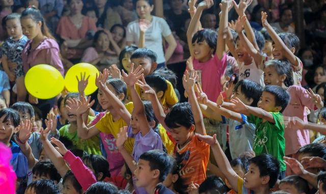 """Hơn 6.000 phần quà Trung thu tới trẻ em đồng bào dân tộc S""""tiêng tại Bù Đăng"""