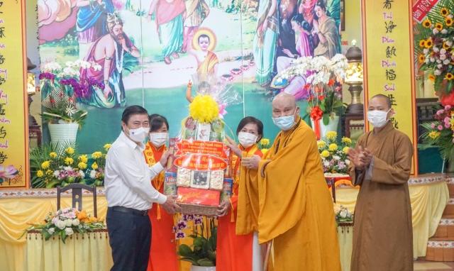 Chủ tịch UBND TP HCM Nguyễn Thành Phong thăm và chúc mừng Tổ Đình Vạn Thọ