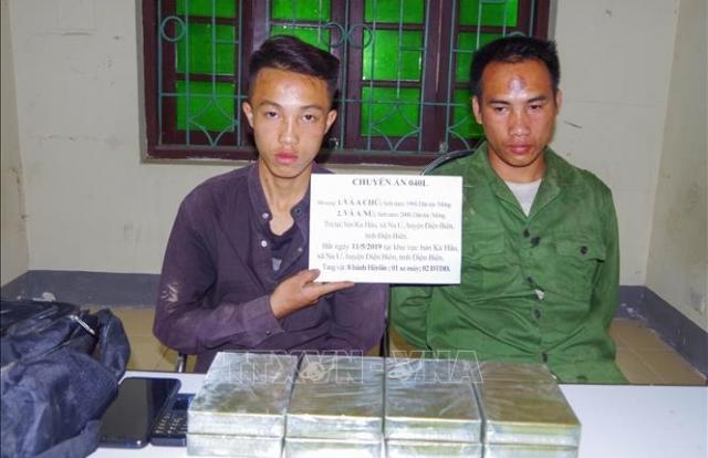 Bắt quả tang 2 đối tượng vận chuyển 8 bánh heroin từ Lào về Việt Nam