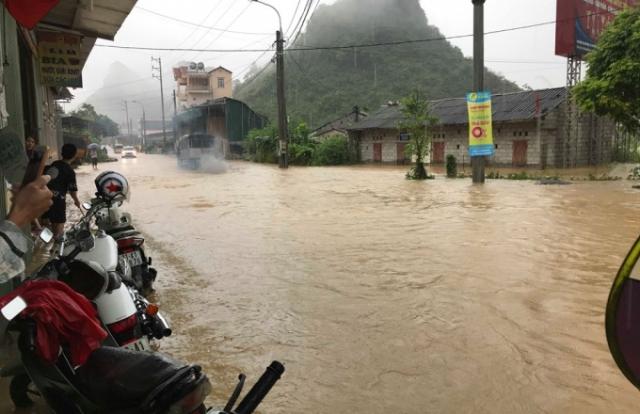 Nhiều nơi chìm trong biển nước sau mưa lớn ở Cao Bằng