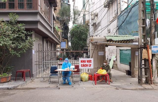 Hà Nội: Cách ly, phong tỏa thêm 1 ngôi nhà và 2 quán cà phê