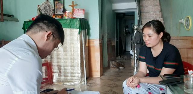 """Quảng Ninh: Truy tìm người đàn ông đi xe máy """"tông"""" vào hai mẹ con khiến bé gái gần 1 tuổi tử vong"""