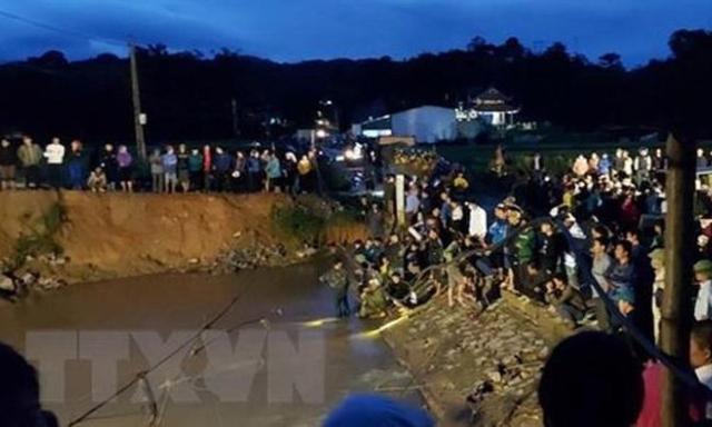 Hòa Bình: Ngã xuống suối ngầm, một học sinh bị nước cuốn trôi