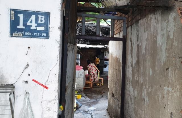 """TP HCM: Nguy cơ mất đất sau nhiều năm sống ổn định, cụ bà """"đội đơn"""" cầu cứu"""
