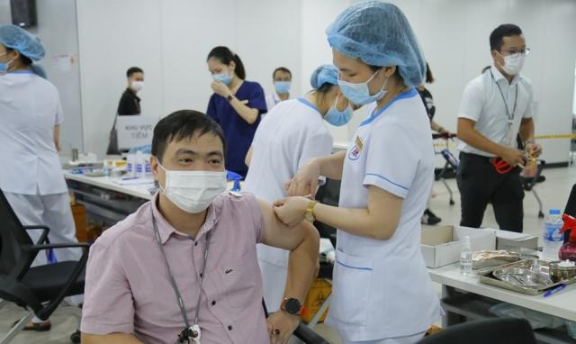 Hải Phòng tiếp tục tiêm vaccine phòng Covid-19 cho lái xe, phụ xe, xe ôm