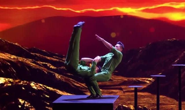 """Xem lại clip """"cú nhảy chết người"""" của Quốc Cơ - Quốc Nghiệp tại đêm chung kết Britain's Got Talent"""