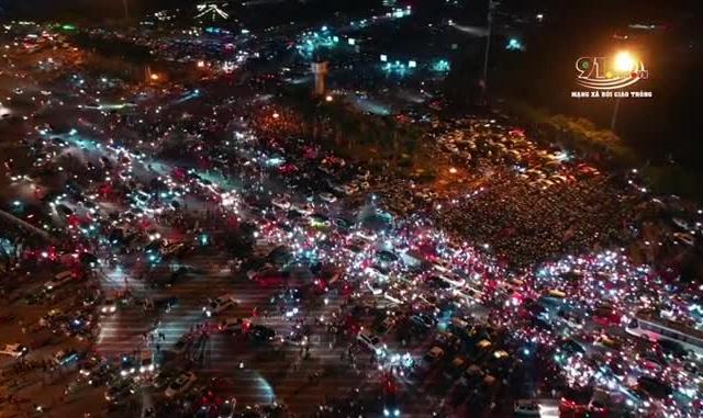 CLIP - Ánh sáng huyền ảo nhìn từ trên cao sau chiến thắng của ĐT Việt Nam