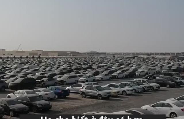 """Clip: Cận cảnh """"nghĩa địa"""" của hàng nghìn siêu xe phủ bụi tại Dubai"""