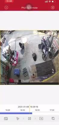 Clip: Kinh hoàng cảnh nhóm cồn đồ cầm hung khí truy sát 2 người ở TP.HCM