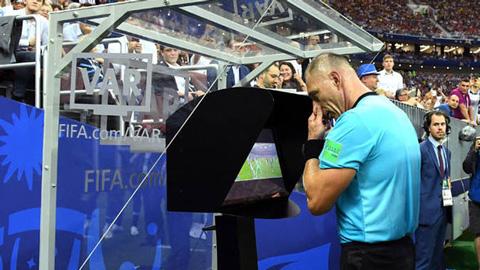 Vì sao UEFA không dùng VAR ở Champions League