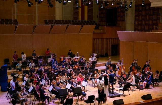 """Nhạc trưởng Olivier Ochanine: """"Tôi ấn tượng với sự nỗ lực của Phạm Thùy Dung"""""""