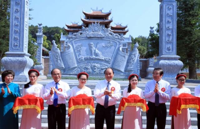 Thủ tướng Nguyễn Xuân Phúc dự lễ khánh thành Đền Chung Sơn, Nam Đàn, Nghệ An