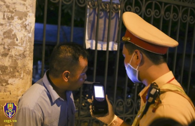 Ngày đầu ra quân, lực lượng CSGT cả nước xử phạt 327 trường hợp vi phạm nồng độ cồn