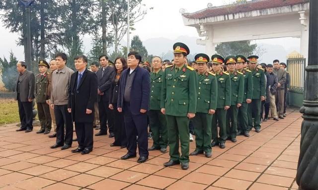 Cao Bằng: Tổ chức tri ân, dâng hương các anh hùng liệt sỹ và Tượng đài Chủ tịch Hồ Chí Minh