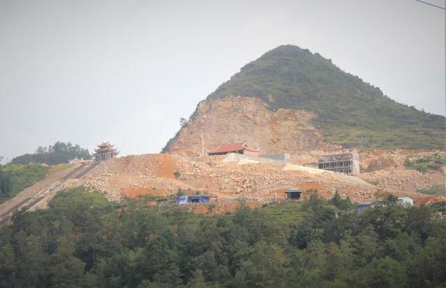 """Hà Giang: Cận cảnh khu sinh thái tâm linh vừa bị """"tuýt còi"""" tại Cột cờ Lũng Cú"""