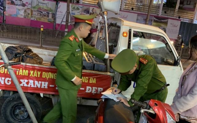 Cầu Giấy, Hà Nội: Xử lý hàng trăm trường hợp vi phạm về trật tự đô thị