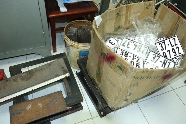 Đánh sập đường dây buôn lậu xe sang từ Lào về Việt Nam