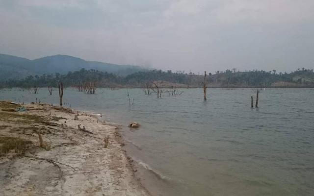 Kon Tum: Lật phà chở gỗ trên sông, 1 người thiệt mạng