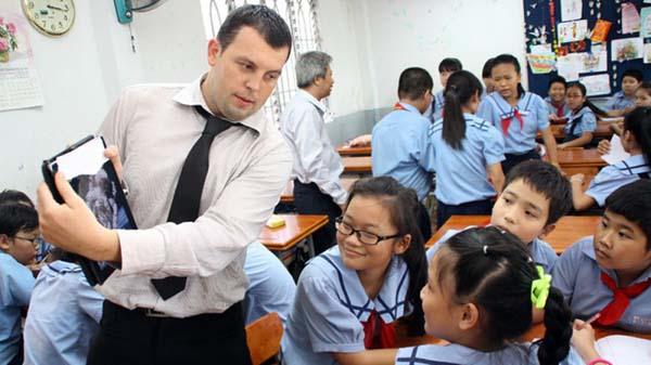 Slide - Điểm tin thị trường: Việt Nam vào top 10 quốc gia tốt nhất cho lao động nước ngoài