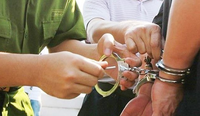 Bắt giam nguyên Chủ tịch UBND xã do sử dụng bằng giả