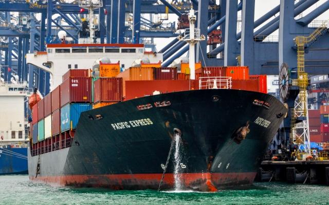 Slide - Điểm tin thị trường: Việt Nam vượt Hong Kong về thông lượng cảng