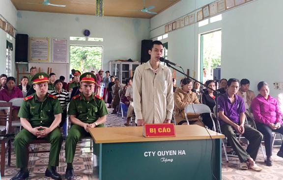 Lào Cai: Kẻ mang súng đi cướp ngân hàng lĩnh án hơn 2 năm tù
