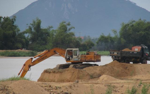 Tỉnh Quảng Bình cấp phép cho doanh nghiệp khai thác cát